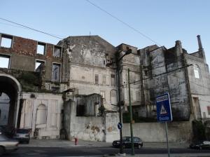 Costas do Palácio: aqui a construção havia alcançado apenas a metade do projeto.