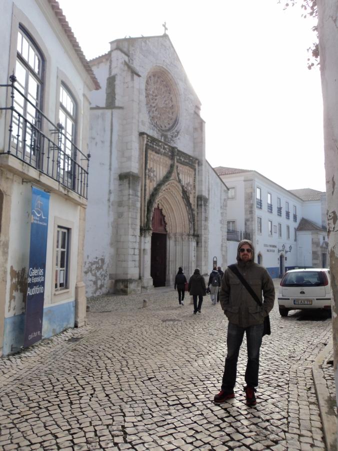 Meu modelo favorito e ao fundo a Igreja da Graça; à esquerda a Casa Brasil.