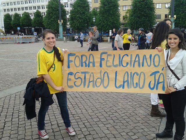 Vieram me perguntar o que era estado laico - e não é de estranhar que não saibam, afinal, não existe no Brasil.
